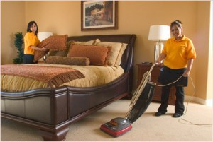 cleaning_bedroom-300x201